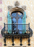 Inferriata di rame scura del balcone di stile antico esterno