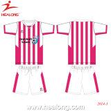 La formation du football vêtant l'uniforme en gros du football conçoit le football de femmes
