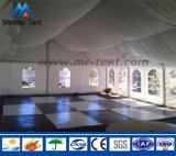 les 10m enjambent la tente provisoire extérieure d'usager d'abri avec la garniture de toit
