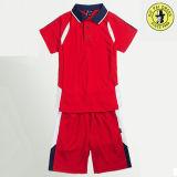 普及した赤い男の子のスポーツのポロのTシャツおよび不足分の学生服