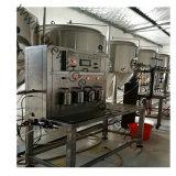 L'eau pure de l'emballage de liquides le flacon en verre de bière de la machine de remplissage