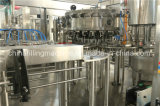 Refrigerantes água gasosa enchendo a linha de produção