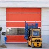 안쪽 문이 자동적인 급속한 속도에 의하여 위로 구른다