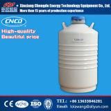 タンクに液体窒素の容器をするアイスクリーム