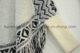 Plus défunt modèle frangé de chandail de femmes de poncho pelucheux aztèque de Knit