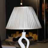 Lampe de table de chevet en résine blanche pour le projet de l'hôtel