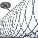 방호벽 콘서티나 면도칼 편평한 포장 철사 Bto-22