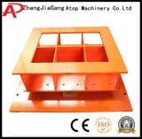 機械を作るセメントのコンクリートブロック