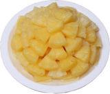 De Ingeblikte Ananas van de ananas Brokken in Lichte Stroop