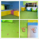 Parqueter d'intérieur d'enfants de PVC d'étage coloré de vinyle