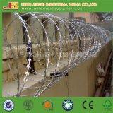 As forças armadas usam a cerca sanfona da prisão do arame farpado da lâmina do aço inoxidável da parede de Prymid