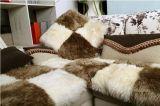 Descanso peludo da parte traseira do sofá da pele de carneiro de lãs longas