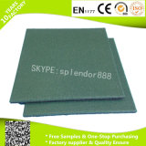El verde motea el suelo de goma de la gimnasia