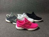 新しい方法女性のスニーカーの靴