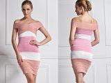 Rosafarbener Verband-reizvolles Schulter-Hüllen-Kleid