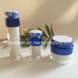 アクリルのクリーム色の瓶の空気のないローションのびん(PPC-NEW-157)を包む青い化粧品