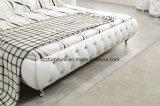 チェスターフィールドの高い頭板の現代革寝室のベッド