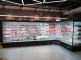 日記またはチーズのためのスーパーマーケットの縦の冷やされていたショーケース