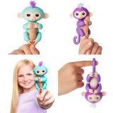 A venda por atacado caçoa o brinquedo o mais novo interativo do dedo da novidade do macaco do animal de estimação elétrico engraçado