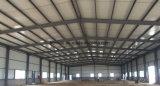 Светлая стальная структура для пакгауза или фабрики