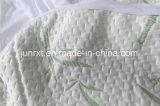 白いカラー低刺激性の防水マットレスの保護装置のマットレスのカバーとクラシック