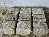 Geel Graniet G682 Nevelige Gele Cubestone, Kei, Graniet Getuimelde Cobble met de Oppervlakte van Hammerd van de Struik