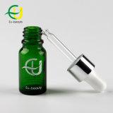 10ml緑の装飾的なガラスビンの精油のびん