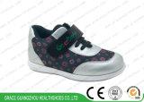 새로운 빨강 또는 살구 자수 디자인 아이 스포츠 단화 아이들 정형외과용 특수 신발