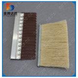 磨く木製のタンピコの紙やすりで磨くローラーのブラシ
