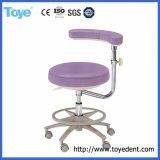 Sgabello comodo dell'assistente dentale del dottore Chair