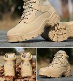 Военных ботинок армии с коричневого цвета загружается