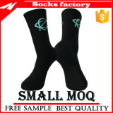 Schwarze laufende Socken mit Firmenzeichen-Zoll
