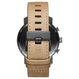 時計の革バンドマンの手首のステンレス鋼のクォートの腕時計