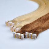 Tessuto diritto dei gruppi di Remy dei capelli di estensione dei capelli del nastro estratto doppio sui capelli peruviani 20PCS biondo degli adesivi