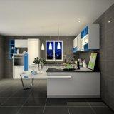 青および白いエーゲ海様式の台所単位の食器棚