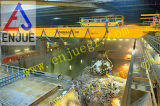 Casca de hidráulico de agarrar o balde de lixo na Usina de Descarga