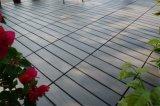 Hölzernes Plastikkorn-blockierenfußboden/Garten-Fliese