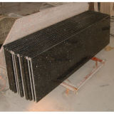 A vaidade natural da bancada da cozinha da pedra do granito cobre partes superiores de tabela de Bartops