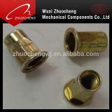Plaqué zinc jaune à tête plate de l'écrou rivet moleté