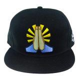 Подгонянная крышка Snapback черной шляпы и вышивки