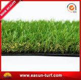 Césped sintetizado de la hierba falsa para la decoración que cultiva un huerto