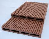 Настил водоустойчивого напольного WPC Decking Skidproof деревянный пластичный составной