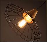 Especial al aire libre antiguo del metal con luz colgante de madera para restaurante