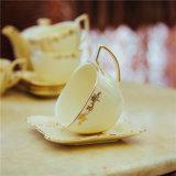 陶磁器コーヒーカップの一定の簡単で創造的な浮彫りにされた金メッキ
