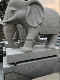 販売のための庭象の彫像か彫刻を切り分けている石造りの大理石の花こう岩象