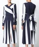 Lange Hülsen-weißes Blaupausen-Bell-Kleid