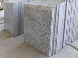 Mattonelle bianche del granito della cassa di legno G439 della Cina dell'imballaggio fiore Polished naturale del granito del grande per la scala/pavimento
