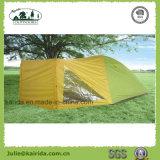 1つの居間が付いている4人の二重層のキャンプテント