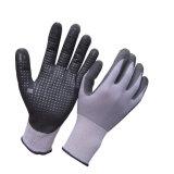 Micro guanti ultra sottili del nitrile della gomma piuma con i puntini sulla palma