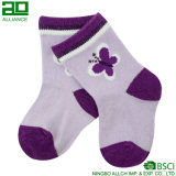 Los más nuevos calcetines hechos punto de los niños del algodón